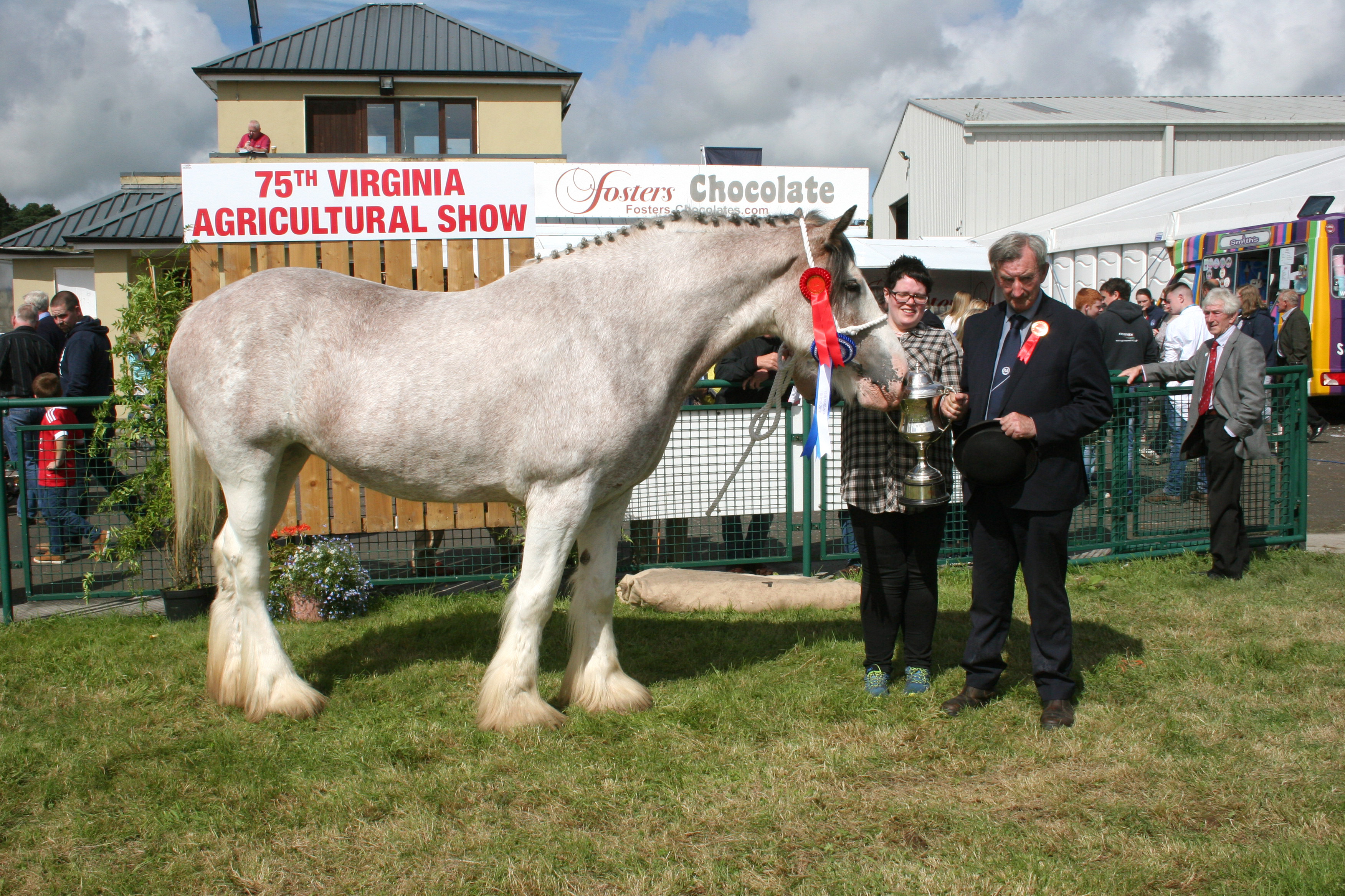 Winner of class 25 and Reserve Charmpion Heavy Horse winner was Yvonne Cunningham receiving the cup from Christy McCormack