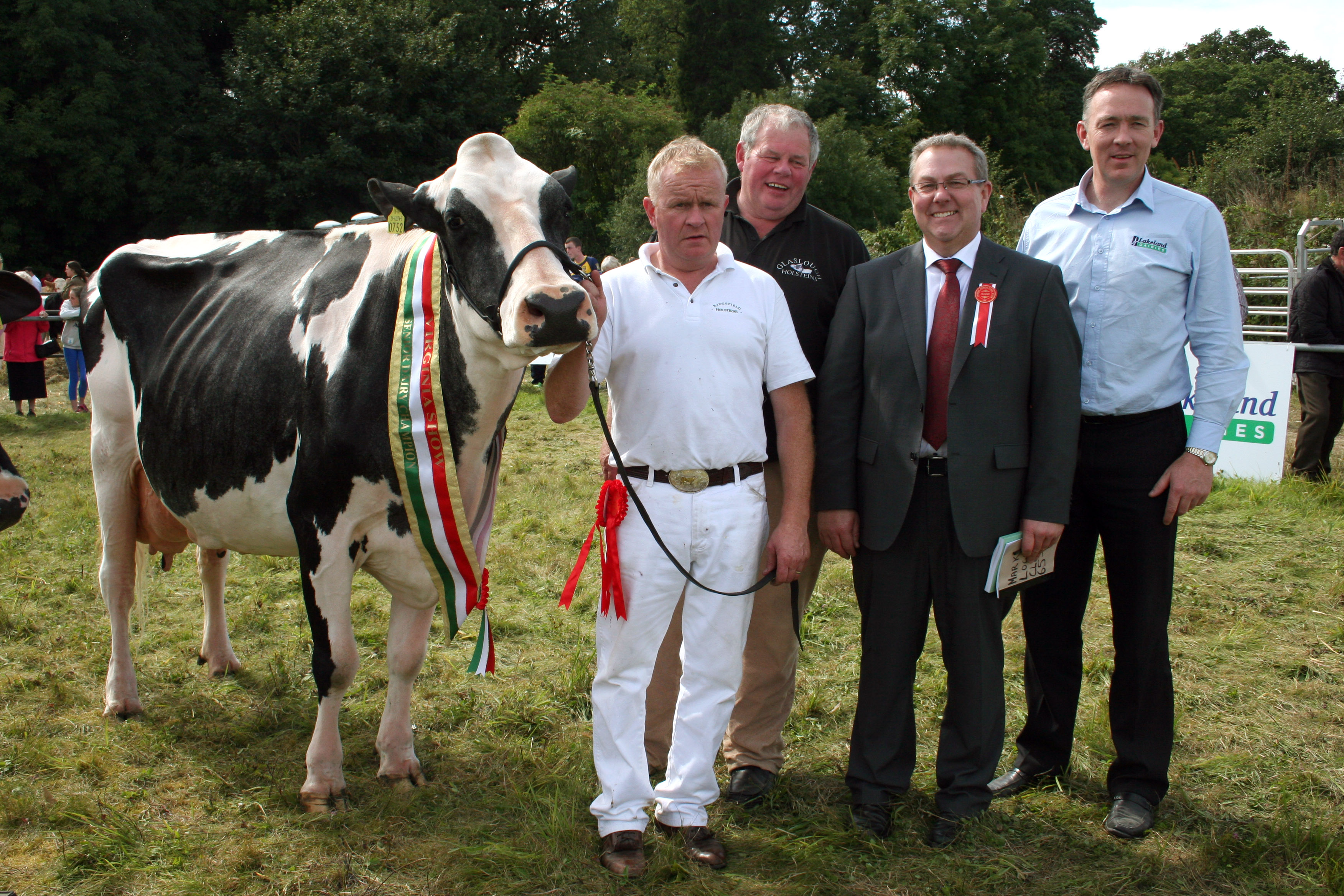 Champion Dairy Cow was won by Denis O`Neill and David Boyd (Glaslough) with judge Mark Logan and Pat Shiels (Lakeland Dairies-sponosr)